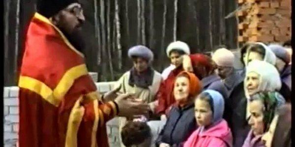 Первая служба на Пасху в нашем храме, 1992 год.